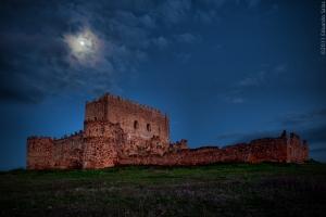 castillo-de-guadalerzas-a-la-luz-de-la-luna_5537146696_o