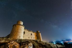 via-lctea-sobre-el-castillo-de-barcience_28067633326_o